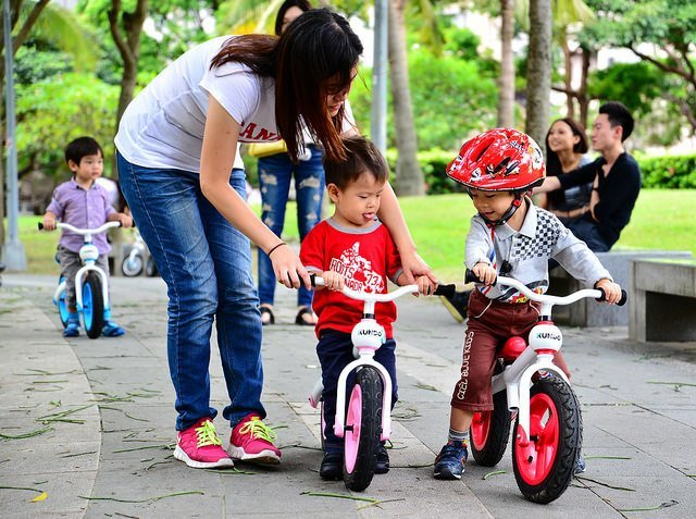 teach a kid to ride using a Balance Bike
